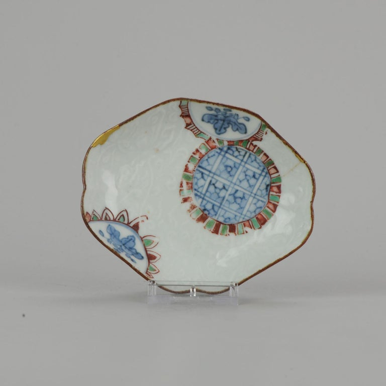 A very nice plate and rare plate dated circa 1640-1650. Reference See: Shibata Catalogue II, item nr 44 - 51 9-8-19-1-6 Condition Overall condition 1 hairline and som kintsugi repaired rim damage. Size 111 x 90 x 20mm Period 17th century.