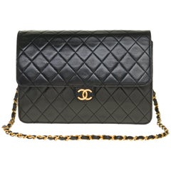 Stunning Chanel Classic shoulder bag in black quilted lambskin and gold hardware