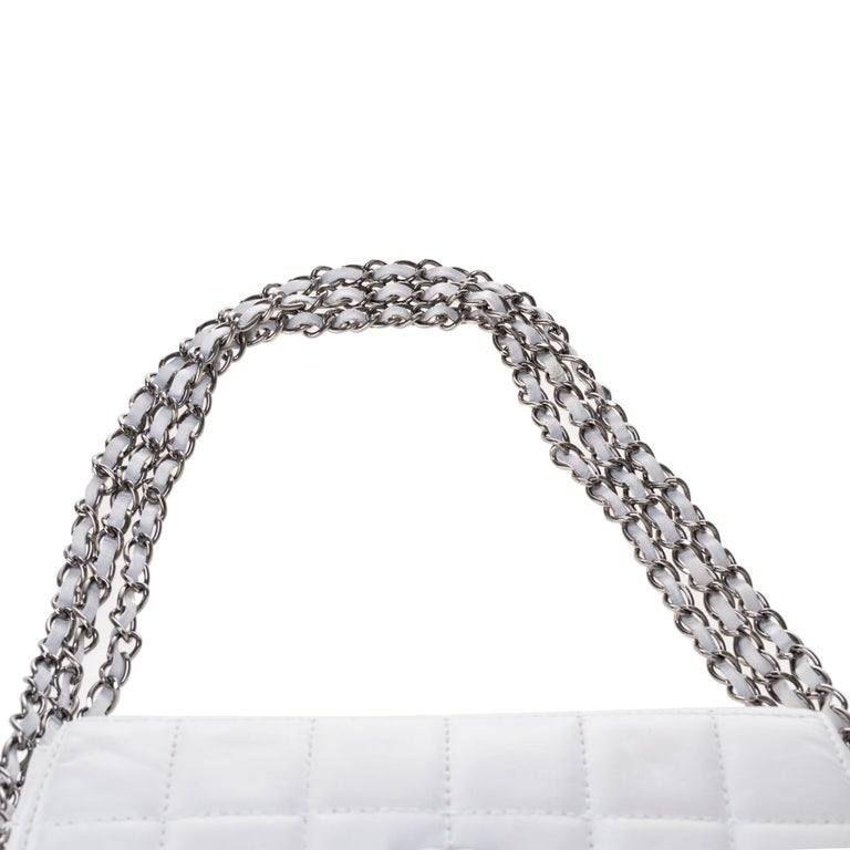 Stunning Chanel Handbag in white quilted lambskin & triple silver chain ! For Sale 5