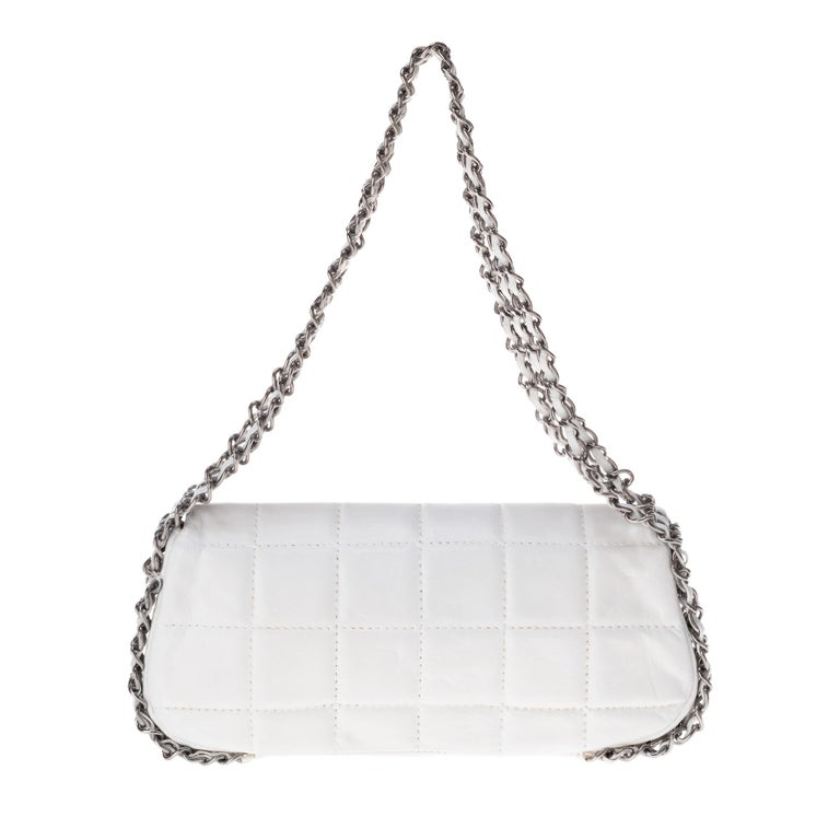 Beautiful Chanel Parfums bag in white quilted lambskin, triple silver metal chain interlaced with white lambskin leather allowing carrying by hand or shoulder. Silver metal CC-engraved closure on flap by silver metal turnstile. Interior monogrammed