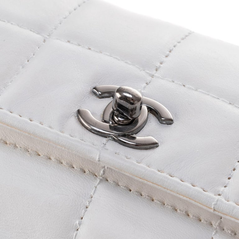 Gray Stunning Chanel Handbag in white quilted lambskin & triple silver chain ! For Sale