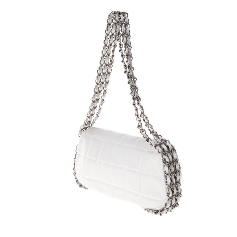 Stunning Chanel Handbag in white quilted lambskin & triple silver chain ! For Sale 2