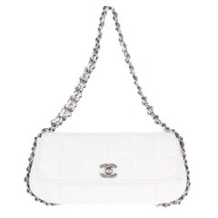 b6ca06befeda94 Stunning Chanel Handbag in white quilted lambskin & triple silver chain !