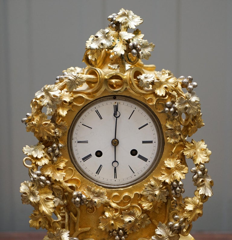 Stunning circa 1860 Gold Gilt Bronze French Mantle Clock Large Decorative Piece In Good Condition For Sale In London, GB