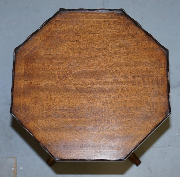 English Stunning circa 1900 Solid Walnut Side End Lamp Wine Table Lovely Sculptured Edge For Sale