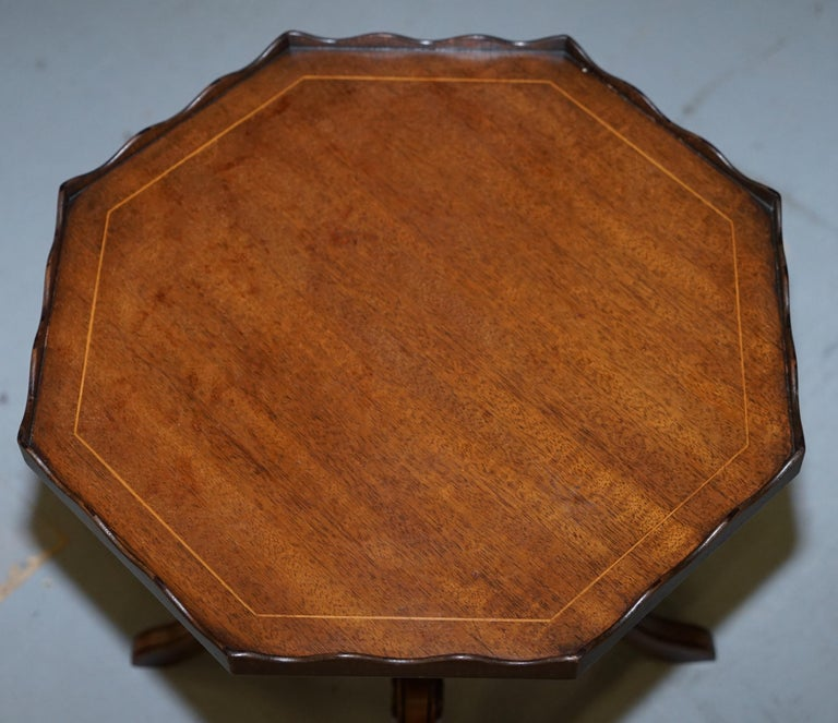 Hand-Crafted Stunning circa 1900 Solid Walnut Side End Lamp Wine Table Lovely Sculptured Edge For Sale