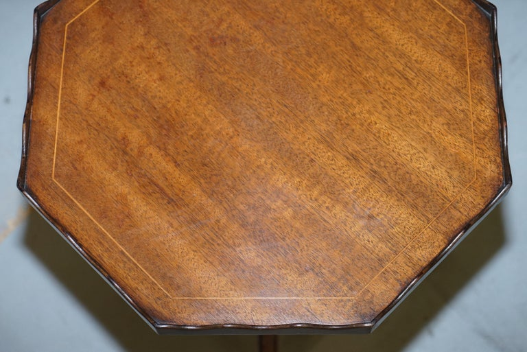 Early 20th Century Stunning circa 1900 Solid Walnut Side End Lamp Wine Table Lovely Sculptured Edge For Sale