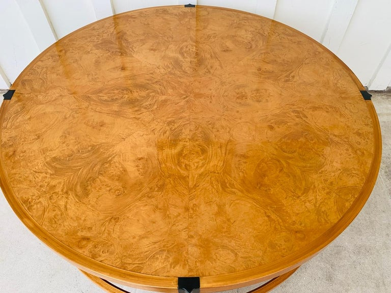 Stunning Coffee Table in Burl Wood and Lacquered Legs For Sale 7