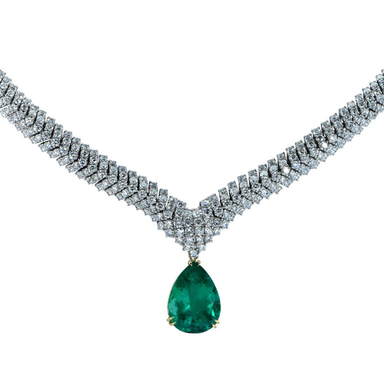 Modern Vivid Diamonds Stunning Colombian Emerald and Diamond Necklace For Sale