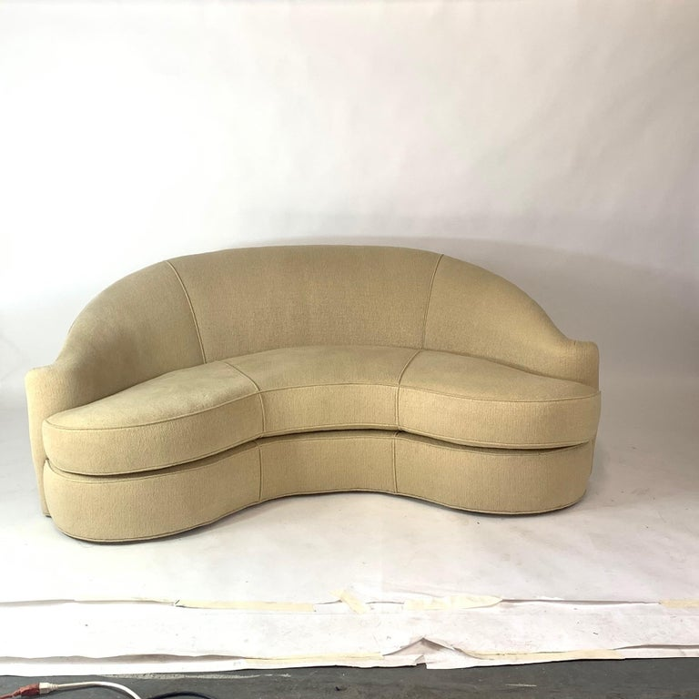 Stunning Curved Sculptural Swaim Sofa Settee in the Manner of Vladimir Kagan In Good Condition For Sale In Hudson, NY