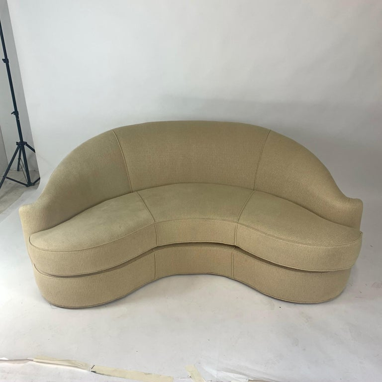 Upholstery Stunning Curved Sculptural Swaim Sofa Settee in the Manner of Vladimir Kagan For Sale