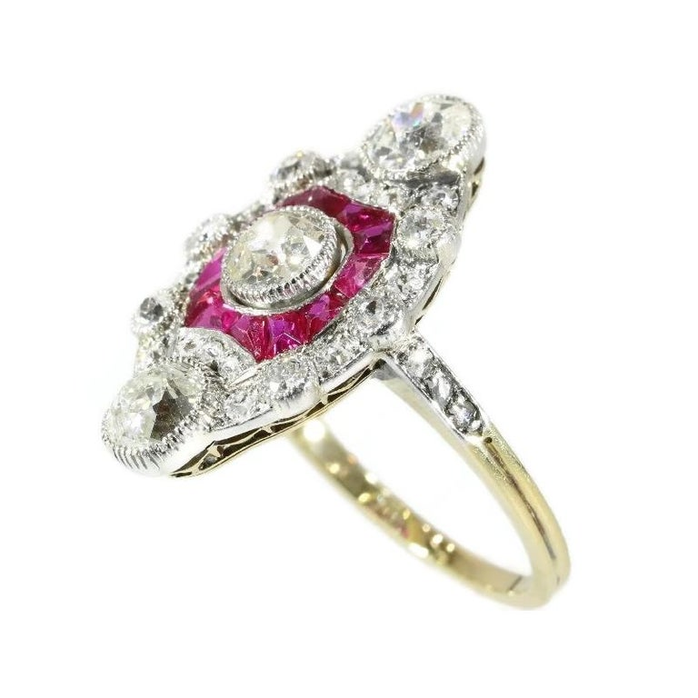 Stunning Edwardian Diamond and Ruby Engagement Ring, 1910s In Excellent Condition For Sale In Antwerp, BE