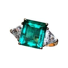 Stunning Emerald Diamond 18k Yellow Gold Three Stone Engagement Ring