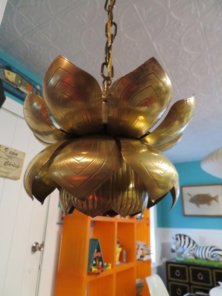 Stunning Etched Brass Feldman Lotus Pendant Light Chandelier Mid-Century Modern In Good Condition For Sale In Medford, NJ