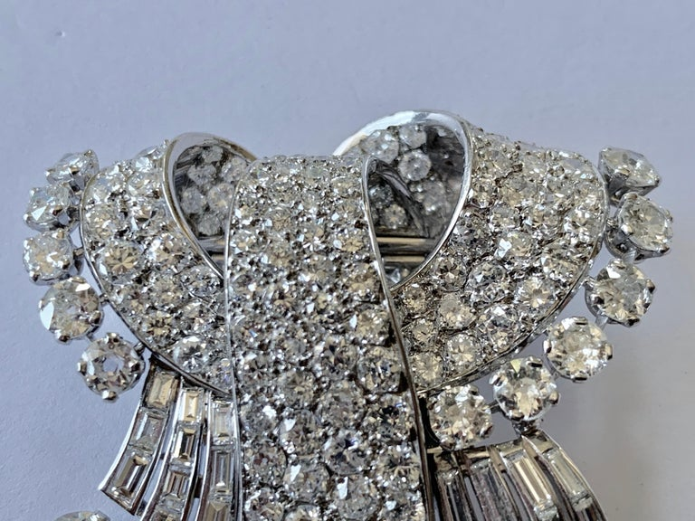 Women's Stunning french Diamond 1950 Clip Brooch in Platinum For Sale