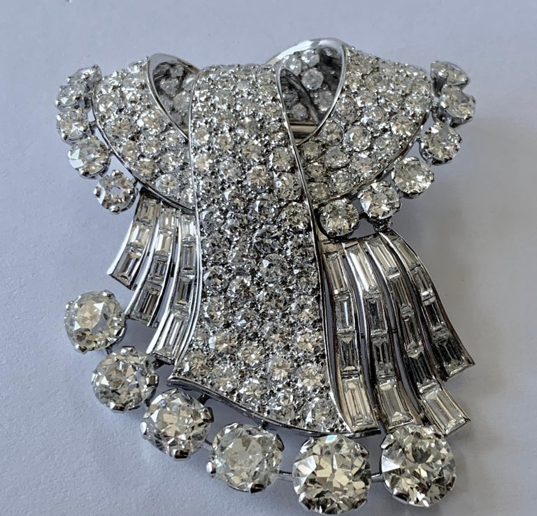 Stunning french Diamond 1950 Clip Brooch in Platinum For Sale 1