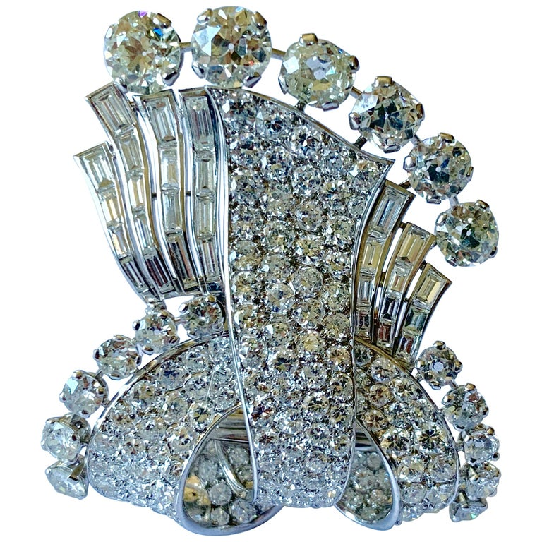 Stunning french Diamond 1950 Clip Brooch in Platinum For Sale