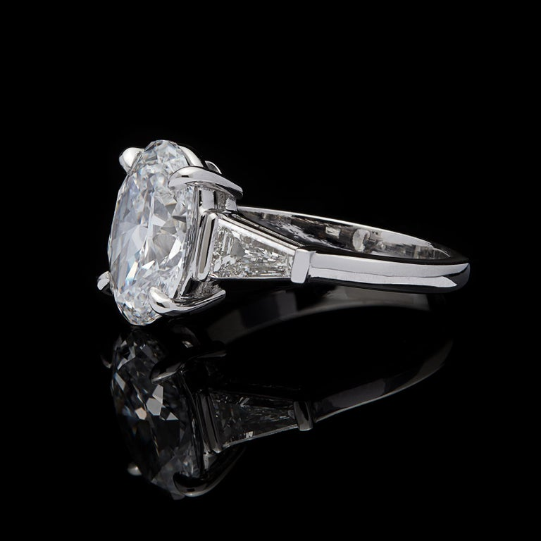 Stunning GIA 3.45 Carat E/VS2 Oval Diamond Ring In Excellent Condition For Sale In San Francisco, CA