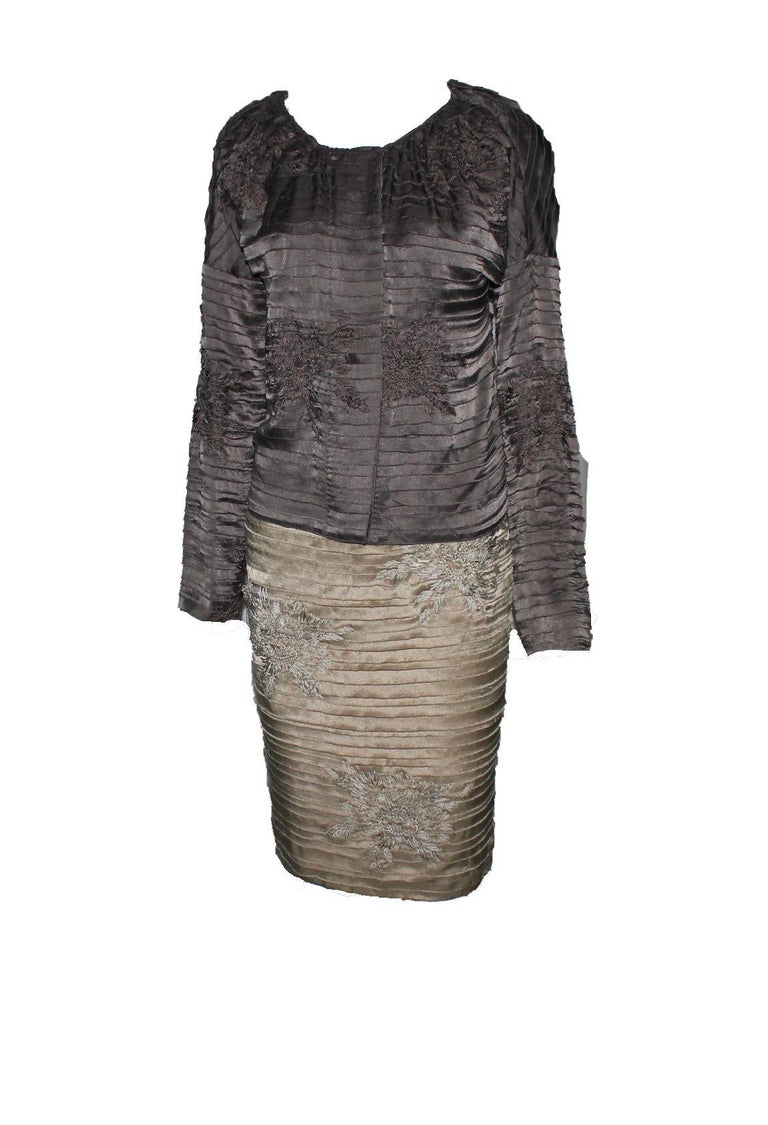 Stunning Gucci by Tom Ford 2003 Kimono Collection Embroidered Silk Skirt For Sale 2