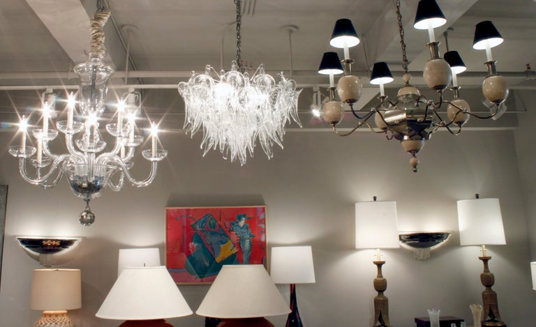Stunning Hand Blown Chandelier in Pulegoso Glass 1970s In Excellent Condition For Sale In New York, NY