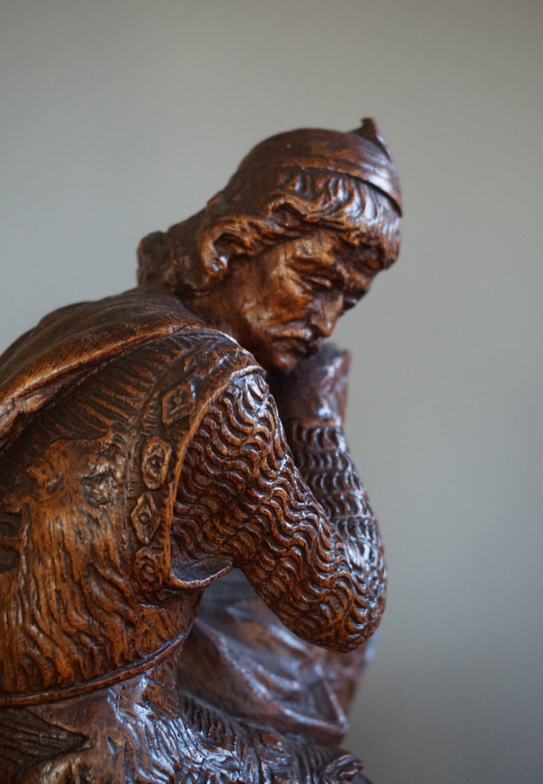Stunning Hand Carved Early 20th Century Wooden Knight Sculpture by E. Moens In Good Condition For Sale In Lisse, NL