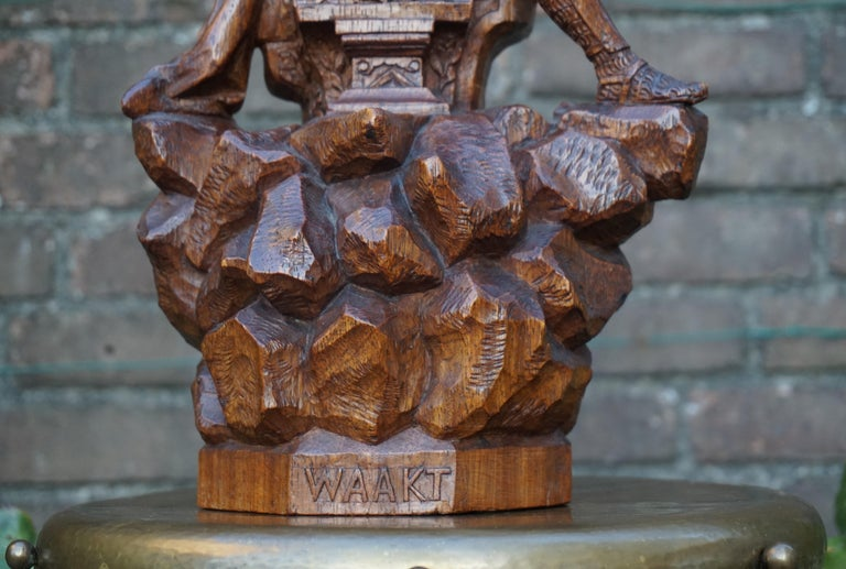Stunning Hand Carved Early 20th Century Wooden Knight Sculpture by E. Moens For Sale 1