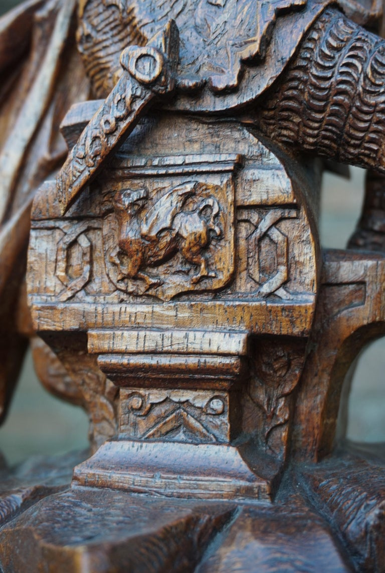 Stunning Hand Carved Early 20th Century Wooden Knight Sculpture by E. Moens For Sale 2