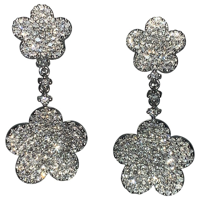 18 Karat White Gold 2.24 Carat White Diamonds Flower Earrings For Sale