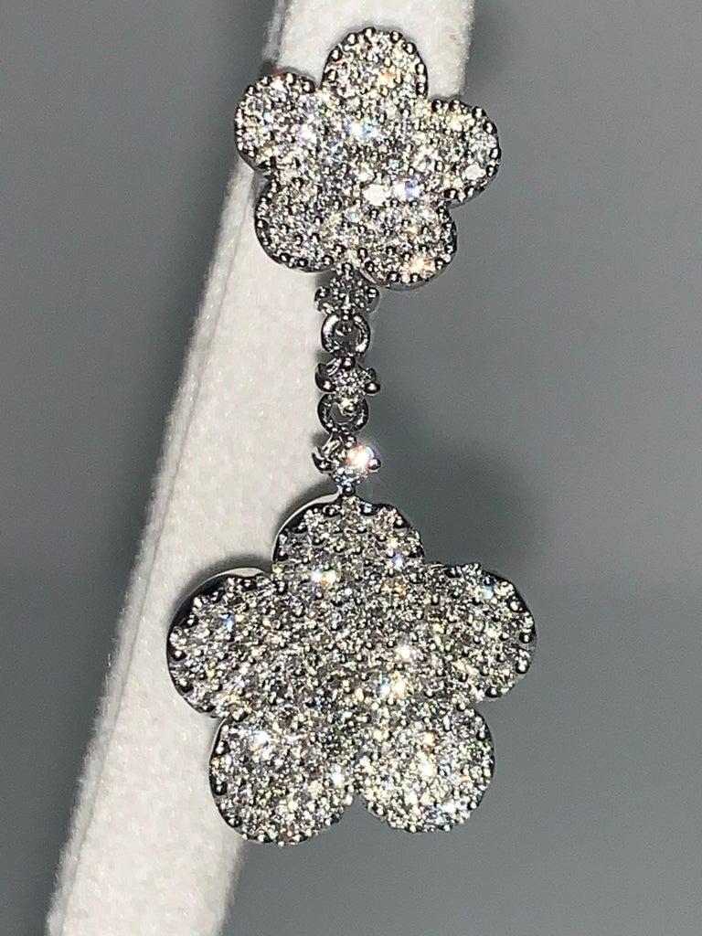 Women's 18 Karat White Gold 2.24 Carat White Diamonds Flower Earrings For Sale