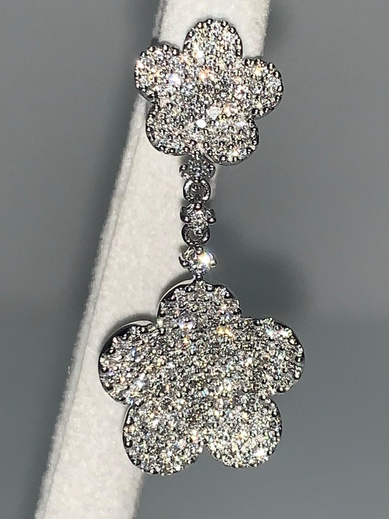 18 Karat White Gold 2.24 Carat White Diamonds Flower Earrings For Sale 1