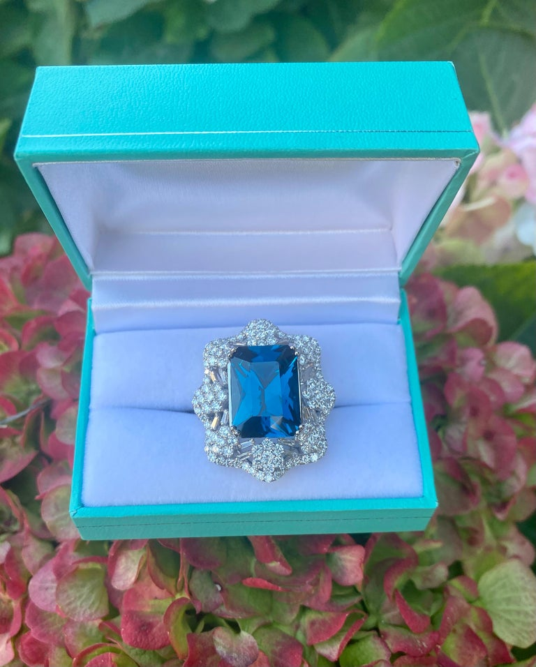 Stunning Huge 23.71 Carat London Blue Topaz and Diamond 18 Karat Cocktail Ring For Sale 5