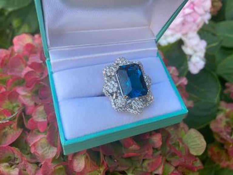 Stunning Huge 23.71 Carat London Blue Topaz and Diamond 18 Karat Cocktail Ring For Sale 4
