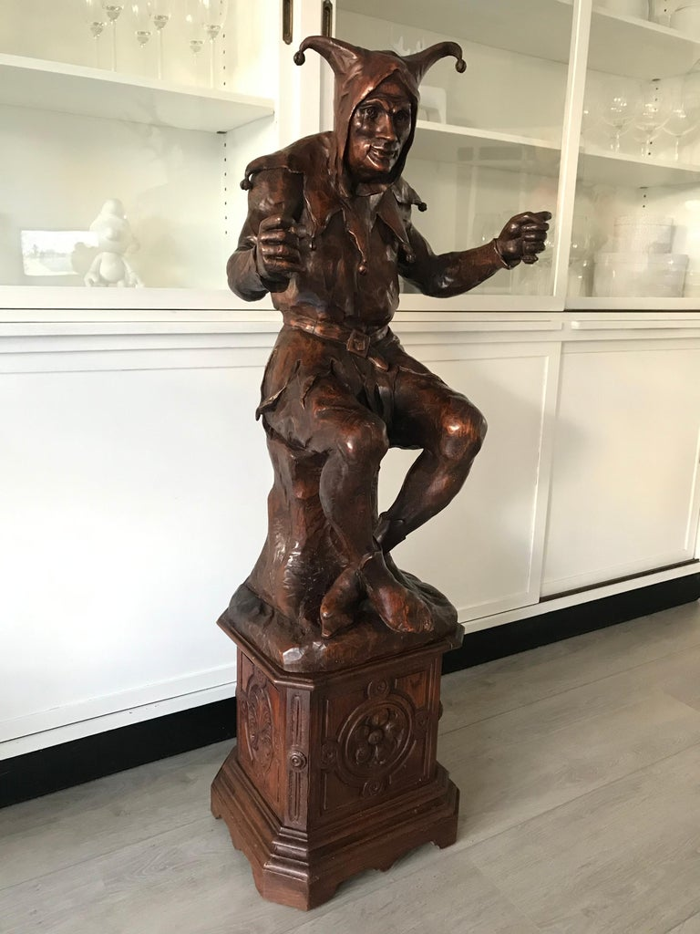 Stunning, Large and Hand Carved Renaissance Revival Court Jester Sculpture For Sale 11
