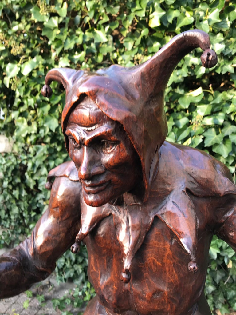 Stunning, Large and Hand Carved Renaissance Revival Court Jester Sculpture In Good Condition For Sale In Lisse, NL