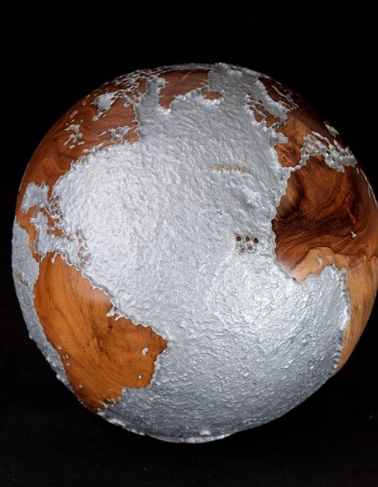 Appliqué Contemporary HB Globe in Teak Root with Aluminium Finish, 20cm For Sale