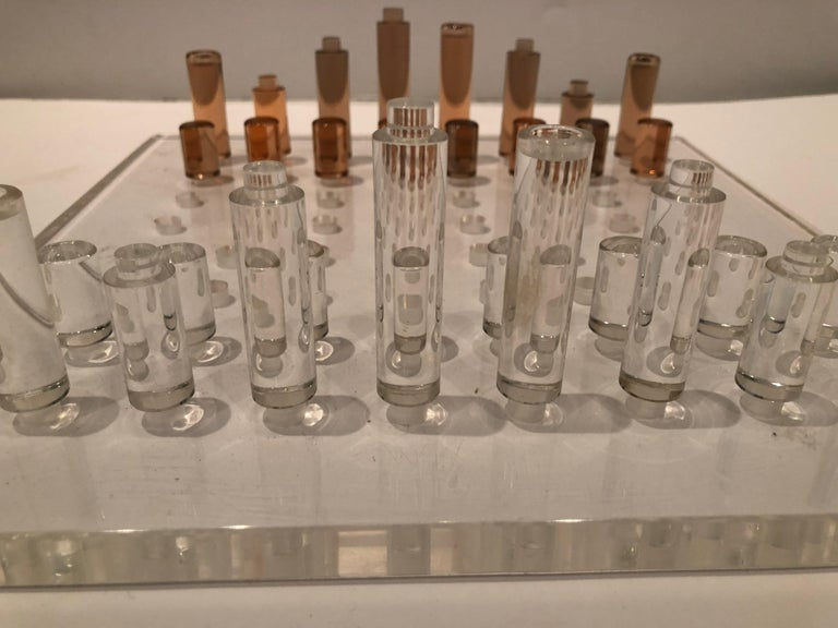 Stunning Mid-Century Modern Lucite Chess Set In Excellent Condition For Sale In Hopewell, NJ