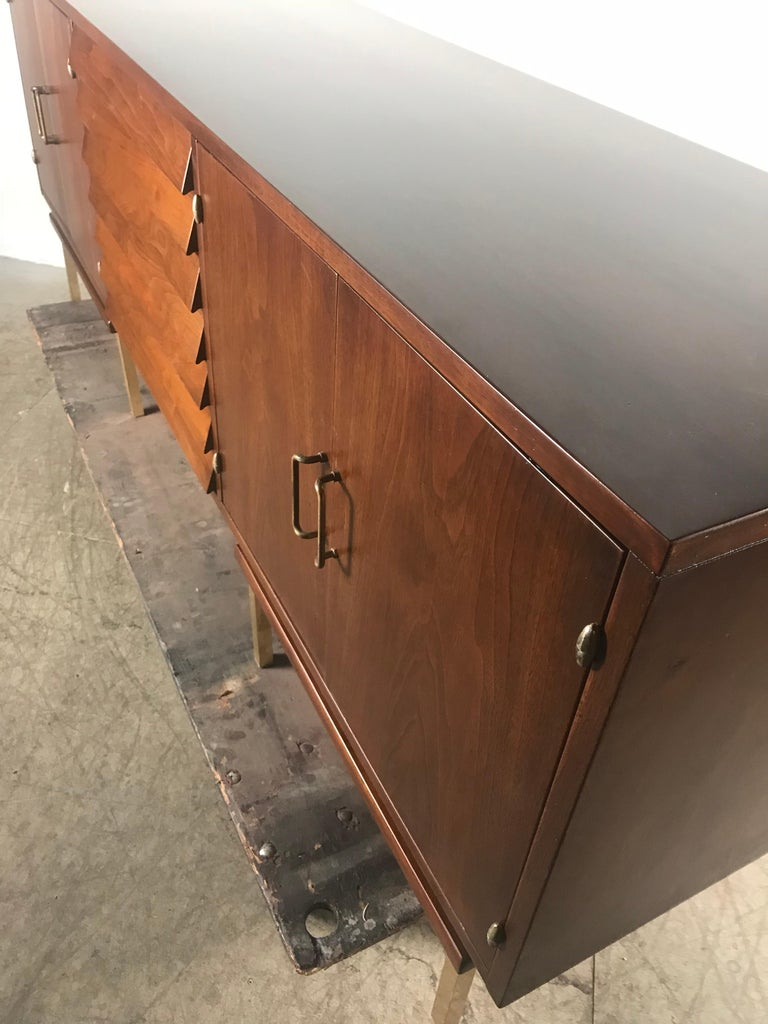 Stunning Mid-Century Modern Walnut and Brass Credenza American of Martinsville In Good Condition For Sale In Buffalo, NY