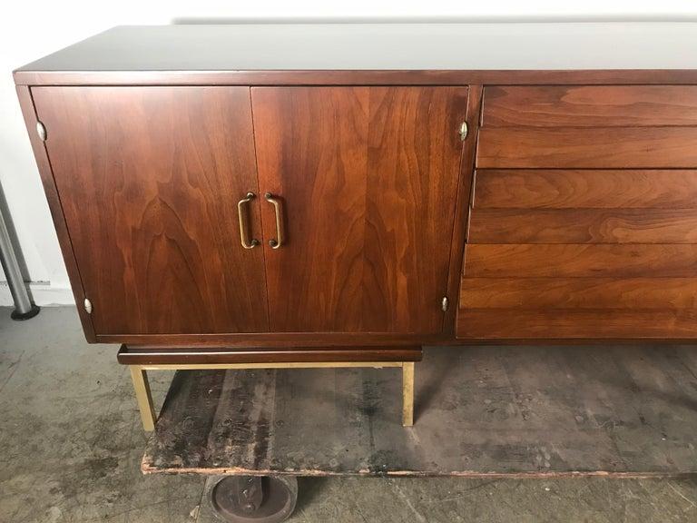Stunning Mid-Century Modern Walnut and Brass Credenza American of Martinsville For Sale 1