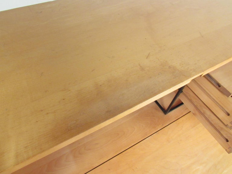 Stunning Midcentury Paul McCobb Planner Group Two-Piece Desk For Sale 3