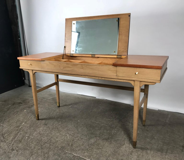 Stunning Midcentury Desk or Vanity, Console, John Widdicomb In Good Condition For Sale In Buffalo, NY