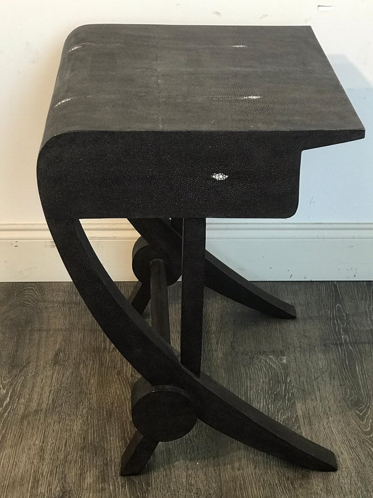 Stunning modern black and white shagreen cantilever end table by R&Y Augousti, fitted with one 4