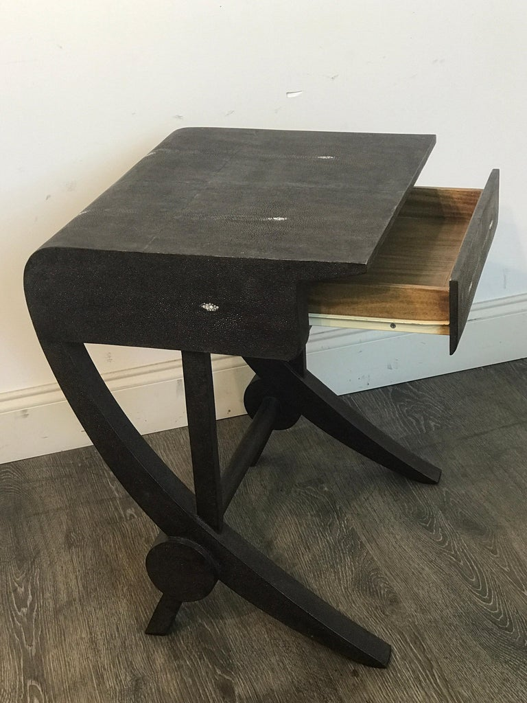 Stunning Modern Black and White Shagreen Cantilever End Table by R&Y Augousti In Good Condition For Sale In West Palm Beach, FL