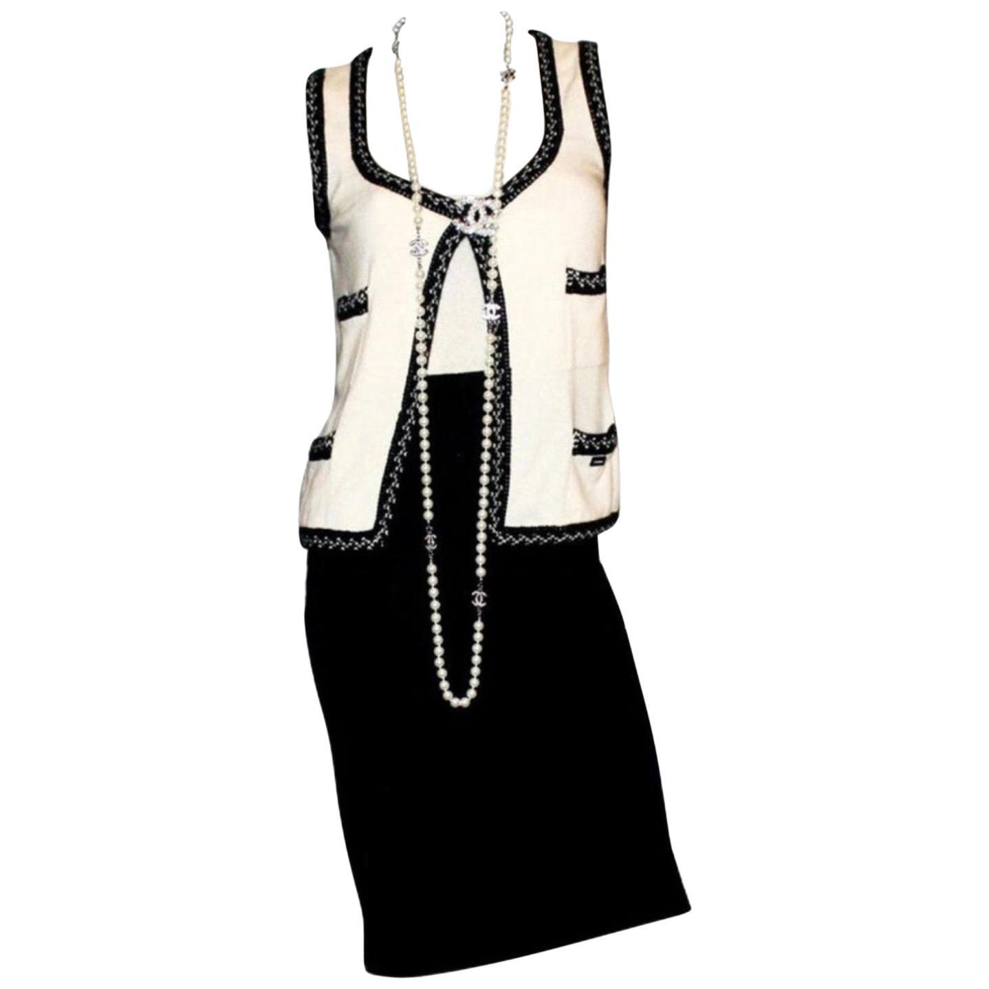 Stunning Monochrome Chanel Cashmere Signature Dress Gilet Suit Set Ensemble