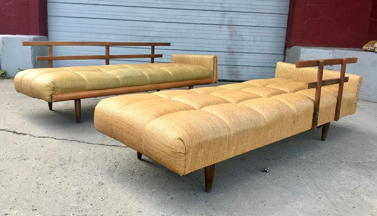 Modernist Button Tufted Daybed Attributed to Adrian Pearsall For Sale 4