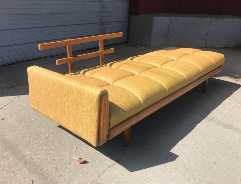 Modernist Button Tufted Daybed Attributed to Adrian Pearsall In Good Condition For Sale In Buffalo, NY