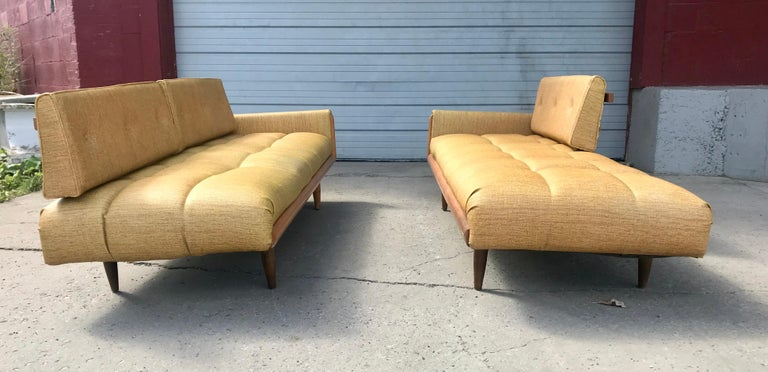 Modernist Button Tufted Daybed Attributed to Adrian Pearsall For Sale 1