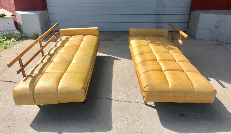 Modernist Button Tufted Daybed Attributed to Adrian Pearsall For Sale 2
