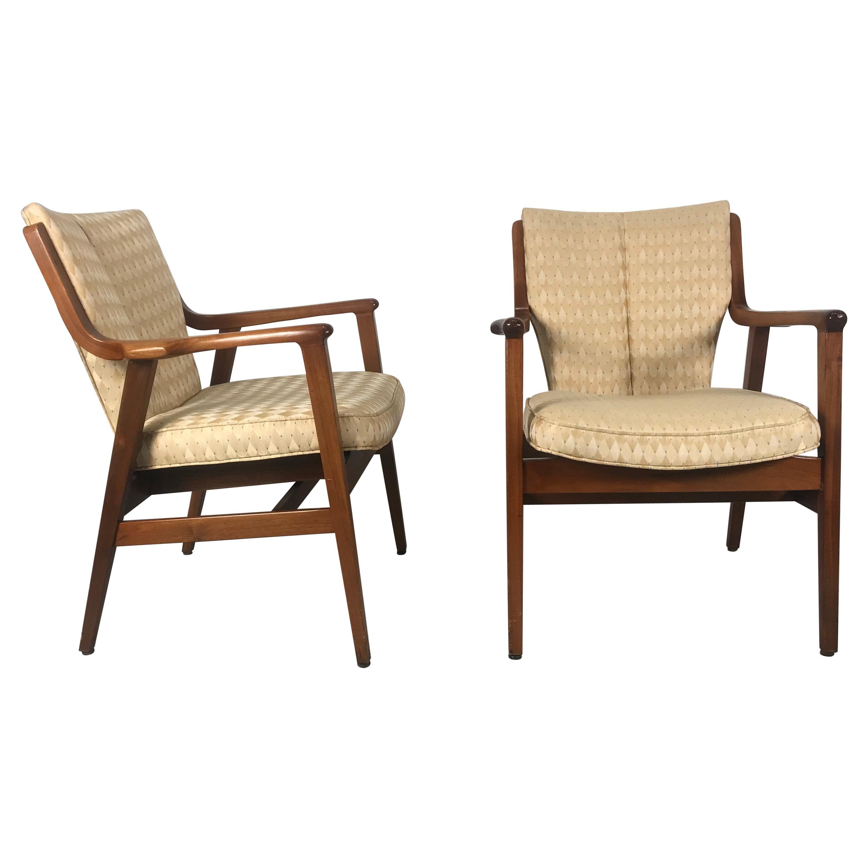 Stunning Pair of Modernist Lounge Chairs by Gunlocke, Manner of Finn Juhl