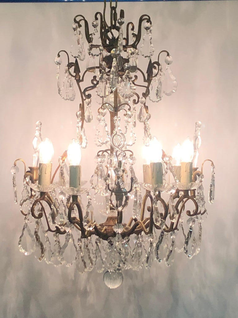Stunning Pair of French Bronze and Crystal Chandeliers In Excellent Condition For Sale In Wiesbaden, Hessen