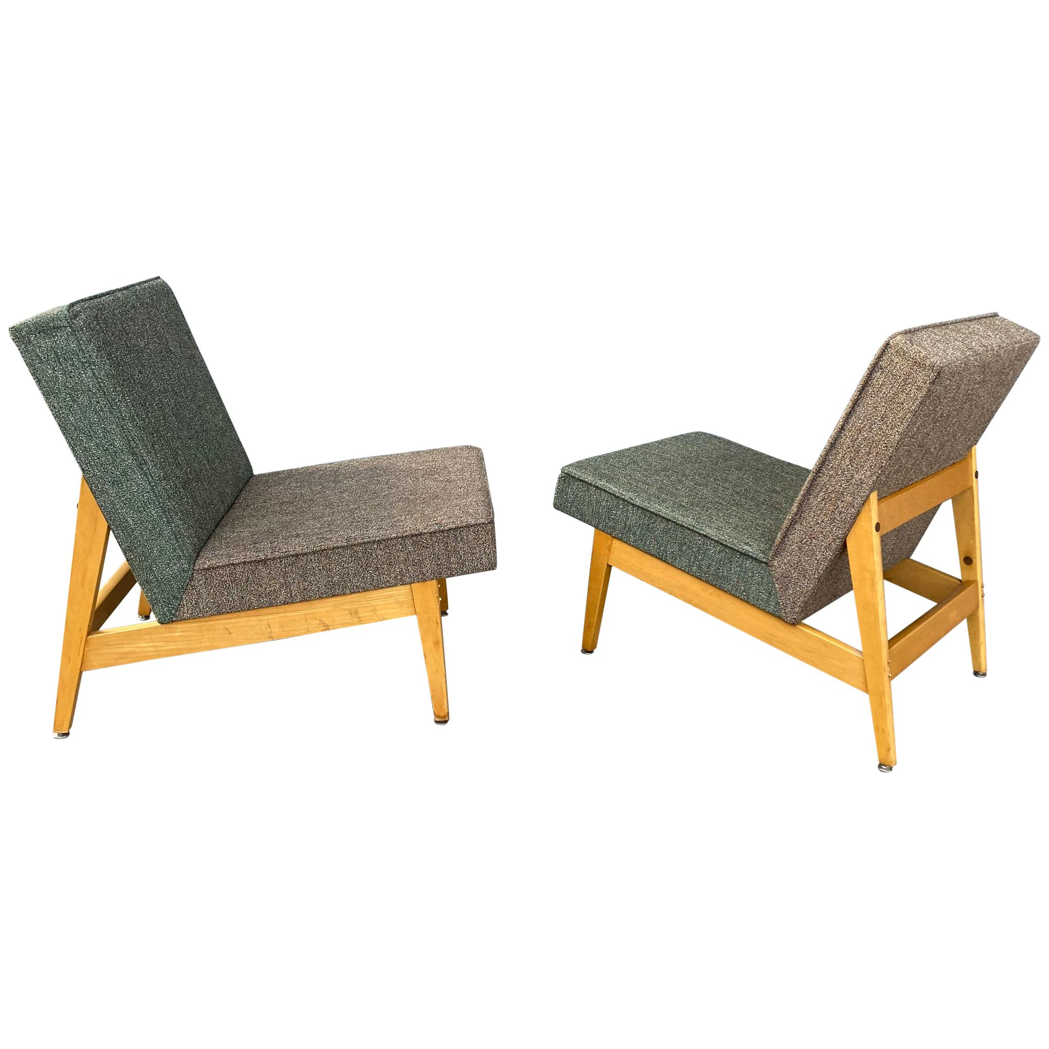 Stunning Pair of Modernist Lounge Chairs Made by Gunlocke, Manner of Jens Risom